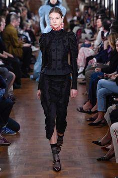 2b7fc385f7448 Erdem İlkbahar 2019 Hazır Giyim Koleksiyonu - Vogue Moda Trendleri, Podyum  Modası, Londra Modası