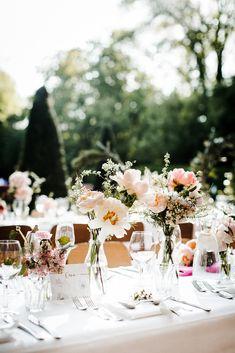 Wedding Amber _ Simon by Nienke van Denderen Garden Party Wedding, Spring Wedding, Wedding Table, Wedding Reception, Modern Wedding Flowers, Floral Wedding, Diner Table, Diner Decor, Moon Wedding