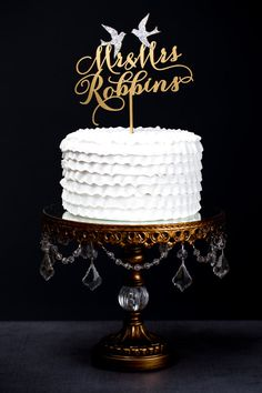 A cake topper with more than a hint of glam.