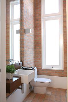 Rustic Bathrooms, Small Bathroom, Loft Studio, Exposed Brick Walls, Window Design, Interior Design Tips, Rustic Design, Bathroom Interior, Future House