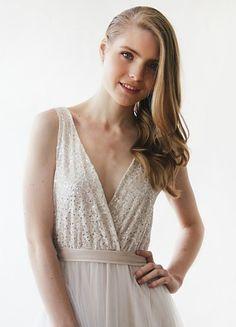 #weddingdresses #maxidresses #longdresses #wrapdresses #dresses #elegantdresses #sleevelessdresses