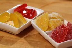 Learn how to make gummy candy in this Howcast food video featuring pastry chef Katie Rosenhouse. Köstliche Desserts, Delicious Desserts, Yummy Food, Candy Videos, Food Videos, Jello Flavors, Marmalade Recipe, Sour Candy, Smothie