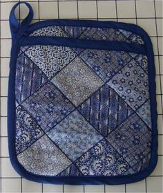 A Potholder That Doubles as an Oven Mitt - Great Step-by-Step Tutorial | About Sewing 03.22.13