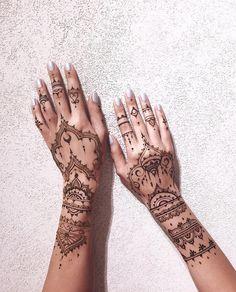 599 Likes, 9 Kommentare - Mehendi in Moskau ( am Inst . Henna Finger Tattoo, Hena Tattoo, Mehndi Tattoo, Henna Mehndi, Finger Tattoos, Body Art Tattoos, Mandala Tattoo, Mehendi, Henna Designs Arm