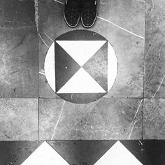 All geometric and black and white  #undermyfeet #pisandofuerte #fromwhereistand #ihavethisthingwithfloors #flooring #creative #tiles #tileaddiction #floortiles #fatwproject #vans #kissmyvans #geometric #geometriccoolness #coolness #blackandwhite #geometricart #geometricfloor #pattern #welovepattern #combination #unique #wheremyvansgo #explorer #zoéxvans #vansgirls #mexicanfloors #pisosmex #cdmx by undermy_feet