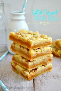 Caramel Butter Bars Buttery, soft and tender sugar cookie bars filled with rich salted caramel. They're impossible to resist!Buttery, soft and tender sugar cookie bars filled with rich salted caramel. They're impossible to resist! Baking Recipes, Cookie Recipes, Dessert Recipes, Baking Pan, Bar Recipes, Detox Recipes, Cream Recipes, Yummy Treats, Sweet Treats