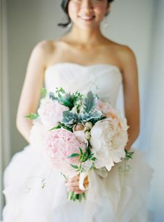 OBSESSED with this bouquet. The colors, the flowers, the size. I want this just to carry around.