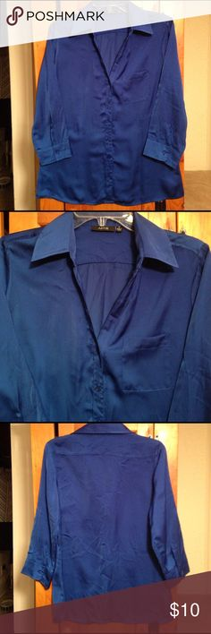 "APT. 9 SILKY BUTTON DOWN BLOUSE TOP Women's M Excellent pre-owned condition royal blue shiny silky button front blouse top by APT. 9. Women's size M. Material: 100% polyester. Chest: 19.5"" across lying flat pit to pit. Length: Blouse has 3/4 sleeves with hidden tabs inside sleeves to make into cuffed short sleeves! Apt. 9 Tops Button Down Shirts"