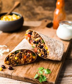 Burrito au bœuf, haricots noirs, riz et maïs   Recettes d'ici Mexican Lasagna Recipes, Mexican Dishes, Recipe Master, Spicy Salsa, Cooking Cookies, Sandwiches For Lunch, Special Recipes, Meal Planner, Burritos