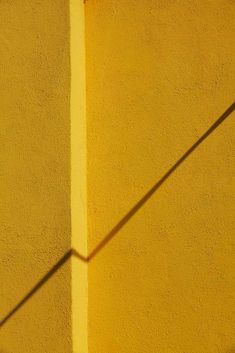 Yellow - Symphony of Shadows Note 29: Jessica Backhaus