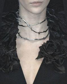Haute Goth: Alexander McQueen, 2007 † #fashion #goth #gothic #hautegoth #thorn #rose #blackrose #choker #shiny #silver #sharp #seductive #gothicsensibility #gothaesthetics #accessory #hautecouture #AlexanderMcQueen #2007