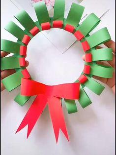 Christmas Decorations For Kids, Diy Christmas Garland, Christmas Arts And Crafts, Christmas Activities, Kids Christmas, Holiday Crafts, Diy Paper Xmas Decorations, Garland Decoration, Christmas Origami