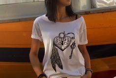 """t-shirt luźny fason """"KŁÓDKA SZCZĘŚCIA"""" - AK-Creativo - Koszulki z napisami"""
