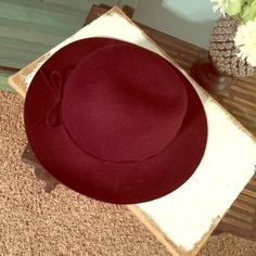 Maroon felt hat Adorable felt hat. Tie worn in back. Maroon. Great condition. Worn only once for family pictures. Accessories Hats