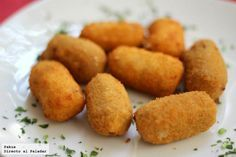19 recetas de croquetas y dos trucos para aprender a hacerlas perfectas y a… Kitchen Recipes, Cooking Recipes, Spanish Dishes, Tasty, Yummy Food, Cuban Recipes, Food Decoration, Snacks, Love Food