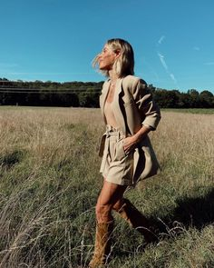 Mary Lawless Lee (@marylawlesslee) • #happilygrey #MLL #summerstyle #photography #fashion #fieldphotoshoot #outdoors #powersuit #boots #neutraltones Spring Outfits, Spring Clothes, Happily Grey, Summer Wardrobe, Spring Fashion, Style Me, Raincoat, Hipster, Spring Summer