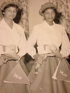 Pyramids-Beta Upsilon-1950's. Langston University