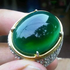 Emerald cabochon and diamonds set in bicolor gold Buy Gemstones, Crystals And Gemstones, Cool Rings For Men, Men Rings, Mens Silver Rings, Gems Jewelry, Jewellery, Colored Diamonds, Gemstone Rings