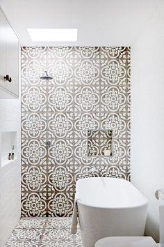 69 ideas for apartment decorating luxury mirror White Bathroom Interior, Modern White Bathroom, Attic Bathroom, Bathroom Storage, Family Bathroom, Basement Bathroom, Attic Rooms, Bathroom Sinks, Bathroom Lighting