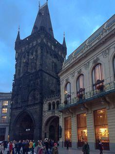 Portão da cidade de Praga. http://umpeixeforadagua.com/2015/07/13/o-que-visitar-em-praga-parte-1…
