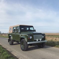 Survival camping tips Defender Td5, Land Rover Defender 110, Landrover Defender, Land Rover Car, Land Rovers, Small Log Cabin, Offroader, Roll Cage, My Dream Car