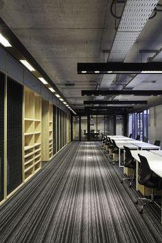 Multicarpet Rollux Showroom,© Aryeh Kornfeld