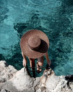 Beaches of Mallorca - We The People — We The People fotoshoot Summer Beach Pictures, Summer Photos, Beach Photos, Chapeau Cowboy, Photography Beach, Travel Photography, Beach Pink, Girl Beach, Foto Top