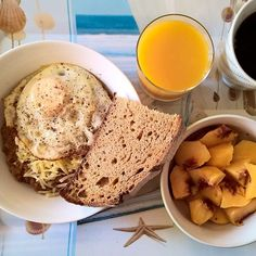 Fight fire with fire: On a hot Saturday morning, breakfast chilli con carne with refried beans topped with shredded mature cheddar and a fried egg with a slice of sourdough and a couple of nectarines on the side. #thenewbreakfasteverydayproject #livingmylifemyway
