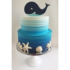 """Mi piace"": 1,140, commenti: 42 - Leslie Vigil (@_leslie_vigil_) su Instagram: ""Textured buttercream in gradient blues, white chocolate sea shells & a fondant baby whale. I'm…"""