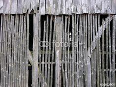 Klapprige alte Scheune aus grauem Holz am Gut Menkhausen in Oerlinghausen in Ostwestfalen