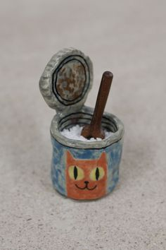 Karin Hagen - Cat food salt cellar with tiny wooden scoop