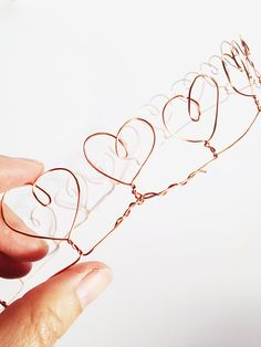 How to Make a Wire Heart Crown, might use this for my queen of hearts costume