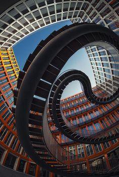 Christian & Vincent @Lesgarcons75003 Esprit d'escalier.. L'univers industriel de Nick Frank @LoraShots @nikosaliagas @skippjournalist @JoAn Kashner...