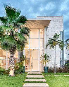 Simplesmente linda! Amei! Projeto Ilana Santiago Foto: @fellipelima.fotografia - |Me acompanhe também no @pontodecor e @maisdecor_ - www.homeidea.com.br Face: /homeidea Pinterest: Home Idea #homeidea #arquitetura #ambiente #archdecor #archdesign #projeto #homestyle #home #homedecor #pontodecor #homedesign #photooftheday #interiordesign #interiores #picoftheday #decoration #revestimento #decoracao #architecture #archdaily #inspiration #project #regram #home #casa #grupodecordigital