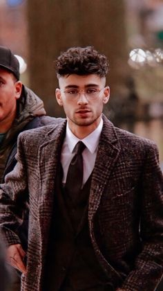 zayn malik - zayn malik - zayn - zayn malik aesthetic - zayn malik wallpaper - zayn malik hairstyle - zayn and gigi - zayn malik cute - zayn malik style Rubber Band Hairstyles, High Ponytail Hairstyles, Tomboy Hairstyles, Short Shag Hairstyles, Twist Braid Hairstyles, Baby Girl Hairstyles, Bandana Hairstyles, African Braids Hairstyles, Grunge Hairstyles