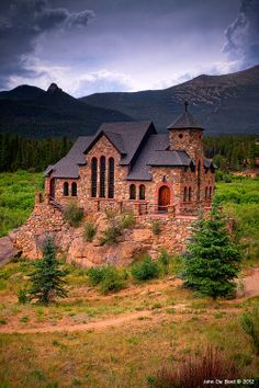 """""""Church Of The Rock"""" Located outside of Estes Park, Colorado. One of my favorite places to go to church :). Also cool that's its one of the most photographed churches in north america Estes Park Colorado, Colorado Homes, Colorado Trip, Colorado Country, Colorado Usa, The Places Youll Go, Places To See, Old Churches, Seen"""