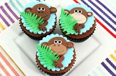 The kids are going to love these cheeky monkey cupcakes. Perfect for jungle-themed parties or special occasions, these cupcakes are much easier to make than you may think. Fondant Cupcakes, Tiger Cupcakes, Jungle Cupcakes, Jungle Cake, Yummy Cupcakes, Cupcake Cookies, Zoo Animal Cupcakes, Elephant Cupcakes, Cupcakes Design