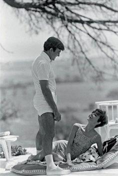 Audrey Hepburn e Albert Finney photographed by Terry O'Neill