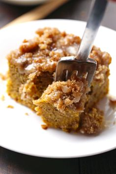 Cinnamon Streusel Pumpkin Coffee Cake with Maple Glaze - moist, lightly sweet, and loaded with crumbles and drizzles. | #pumpkin #cake #breakfast #recipe #delicious #food #recipes