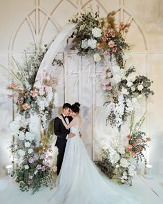 Wedding Backdrop Design, Rustic Wedding Backdrops, Wedding Stage Decorations, Wedding Ceremony Decorations, Wedding Ideas, Flower Wall Wedding, Wedding Arch Flowers, Floral Wedding, Wedding Gate