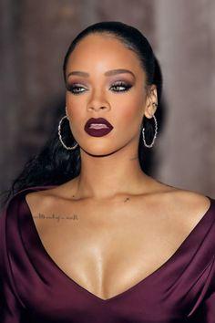 dunkelroter lippenstift matt bordeaux rihanna - Makeup Looks Celebrity Rihanna Swag, Rihanna Style, Rihanna Fenty, Rihanna Looks, Beauty Makeup, Eye Makeup, Hair Makeup, Hair Beauty, Glam Makeup