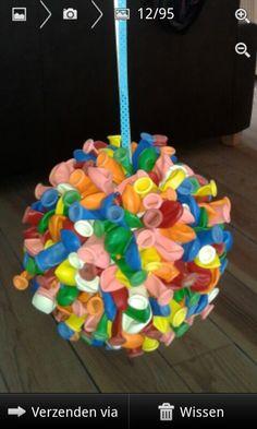 Piepschuim bal, waterballonnetjes, spelden, lint; klaar is kees! :)