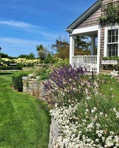 "Stacey Bewkes (@quintessence) on Instagram: ""Tomorrow is the 65th annual @nantucketgardenclub House & Garden Tour at seven homes in Brant Point…"" Garden Design Images, Garden Pond Design, Simple Garden Designs, Garden Pool, Garden Shed Base Ideas, Garden Steps, Home And Garden, Rustic Gardens, White Gardens"