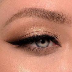 Makeup Eye Looks, Eyeliner Looks, Skin Makeup, Eyeshadow Makeup, Eyeshadow Palette, Cute Eyeshadow Looks, Smoky Eyeliner, Revlon Eyeshadow, Cute Makeup Looks