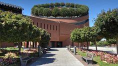 La Cathédrale de la Résurrection d'Évry est la seule construite au 20e siècle. Dessinée par l'architecte Mario Botta, elle est de forme cylindrique.