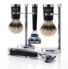 Molton Brown has designed what is probably the most elegant shaving kit for a cartridge razor. You will almost forget you're shaving with a Fusion instead of a DE.  Molton-Brown-Molton-Brown-Sartorial-Shaving-Collection-640