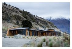 This long and low Brewer House tucks naturally into the hillside. Located on Roy's Peninsula on the shores of Lake Wanaka, the site of the Brewer House is at the very edge of a glacial escarpment. Designed by Sarah Scott Architects.