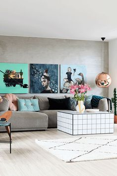 A modern living room with a big grey sofa and a decorative white lounge table. Living Room Renovation, Grey Sofa Decor, White Walls Living Room, Gray Sofa, Art Deco Style Interior, Open Plan Living Room, Cosy Sofa, Grey Couch Decor, Modern Grey Living Room
