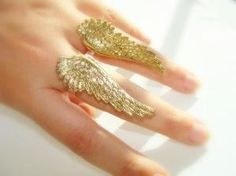 Angel wings ring by hester