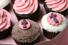 Chocolate and yellow cake cupcakes by Bakerella, via Flickr